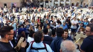 Spettatori in Piazza di Spagna