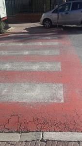 auto-parcheggiate-scivolo-disabili-strisce-pedonali-3