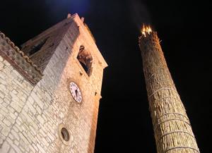 Photo of Il rito del fuoco torna a essere protagonista alla vigilia di Natale: a Oratino tutto pronto per 'La Faglia'