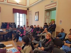 I genitori degli studenti della scuola 'don Milani' durante l'assise civica del 5 gennaio 2017