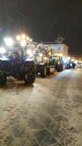 I trattori lungo Corso Vittorio Emanuele a Campobasso sono pronti per il lavoro notturno