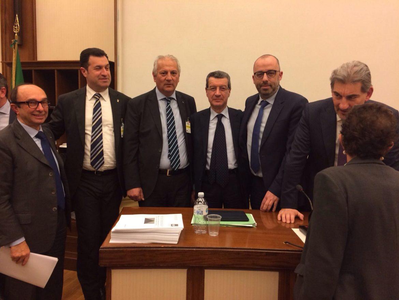 Vincenzo Cotugno col presidente Chiti dopo l'audizione in Senato