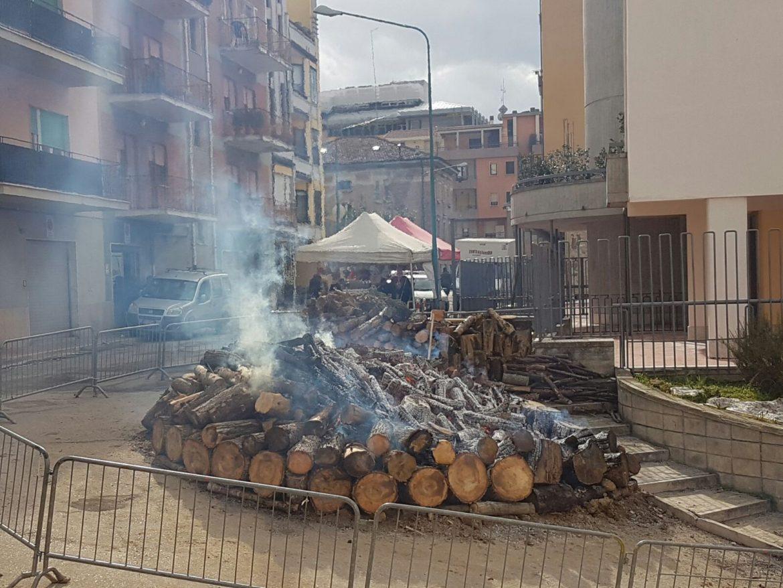 Photo of Sant'Antonio Abate, tutto pronto per rinnovare il rito del fuoco. Mercoledì la festa tra fede e folklore