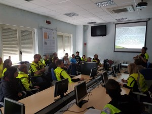 Una lezione teorica in aula a Campochiaro