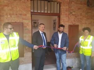 L'inaugurazione del punto informazioni della raccolta differenziata di Piazzetta Palombo