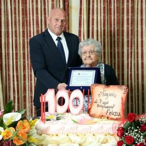 Il sindaco Antonio Battista e nonna Finizia