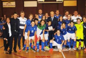 L'Italia Under 17 femminile di calcio a 5 premiata dal presidente Di Cristinzi
