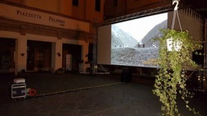 Il film-documentario 'Lascia stare i Santi' a Piazzetta Palombo