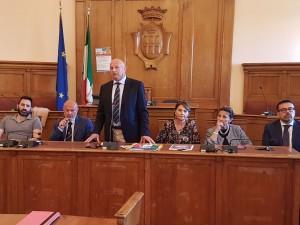 Il sindaco Battista tra gli assessori Ramundo, De Bernardo, Rubino, de Capoa e Colagiovanni