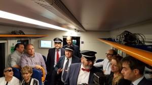 La conferenza stampa nel vagone del treno Swing
