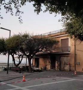 L'edificio oggetto dell'attentato incendiario
