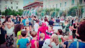Spider Man tra i bambini in Piazza Vittorio Emanuele II