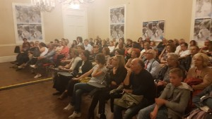 Il pubblico del primo dei due spettacoli al 'Circolo Sannitico'