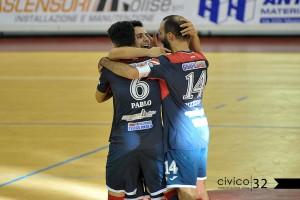 Cavaliere, Pablo e Pizzuto festeggiano un gol