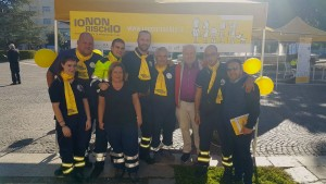 Il consigliere regionale Ciocca, il consigliere comunale Maroncelli e un gruppo di volontari di Protezione Civile