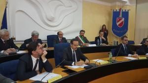 Il sindaco di Sarnano, Franco Ceregioli, tra i banchi di Palazzo D'Aimmo
