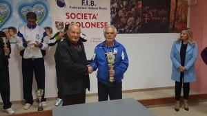 Luigi Pallante premia il vincitore Costantino Macera