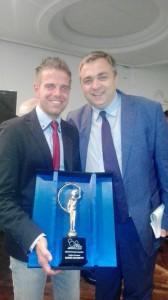 Il presidente Angelo Spina con Mirko Savoretti, premiato quale miglior giocatore della 'Raffa': nel suo palmares otto titoli italiani, tre Europei e quattro Mondiali