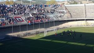 I tifosi del Campobasso salutano i calciatori rossoblù a fine partita