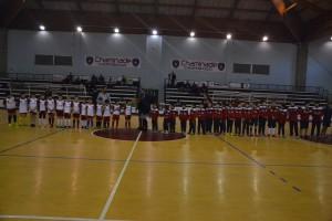 Il derby è iniziato con l'ingresso in campo dei bambini delle due scuole calcio cittadine