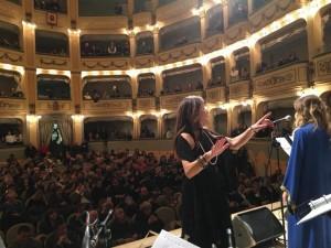 Rita D'Addona e il pubblico del Teatro Savoia
