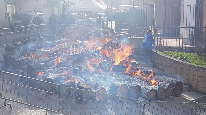 Photo of Attesa a Sant'Antonio Abate per la tradizionale festa del 17 gennaio. In serata le canzoni campobassane e le Maitunate di Nicola Mastropaolo