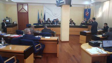 """Photo of In Consiglio regionale torna l'ombra dei fake: Toma getta illazioni. Iorio recepisce e rilancia: """"La denuncio"""""""