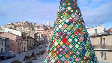 Photo of Un filo che unisce da Trivento a… Oratino. Anche il borgo molisano aderisce all'iniziativa dell'albero ad uncinetto più famoso d'Italia