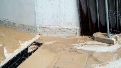 """Photo of Loculi ricoperti da acqua e fango, la rabbia dei parenti dei defunti. Il sindaco precisa: """"Situazione ereditata. Nessuna polemica, a lavoro per risolvere il problema"""""""