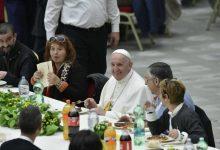 Photo of Vaticano, Papa Francesco pranza con i poveri con la pasta La Molisana. Nello stesso giorno dalle carceri la preghiera per il Santo Padre