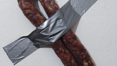 Photo of La salsiccia di Riccia al posto della banana di Cattelan, la tradizione molisana sfida l'installazione di arte contemporanea