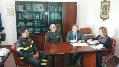 Photo of Una maggiore collaborazione nell'attività investigativa, firmata la convenzione tra Procura Generale e Vigili del Fuoco