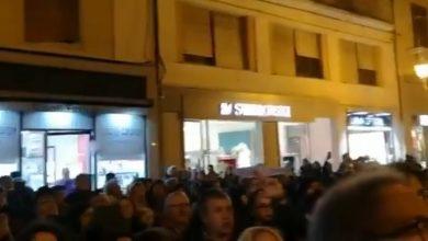 """Photo of """"Campobasso non abbocca"""": Sardine molisane in piazza per """"una festa di democrazia e civiltà"""""""
