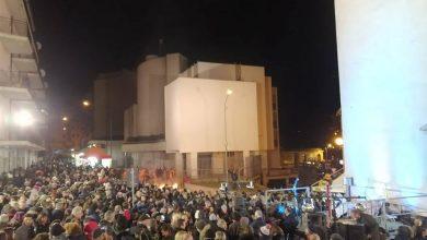 Photo of In tanti per la festa di Sant'Antonio Abate: il grande fuoco riscalda e le maitunate non risparmiano nessuno