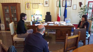 """Photo of Coronavirus, Gravina rinnova l'appello: """"Restare in casa è un indispensabile sacrificio"""". A Palazzo San Giorgio prima Giunta online"""