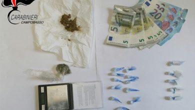 Photo of Lo spaccio ai tempi del Covid: porta la droga a domicilio ma viene beccato dai Carabinieri. Scatta la denuncia e la sanzione