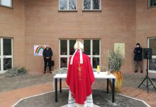 Photo of Domenica delle Palme di preghiera davanti alla casa di riposo 'Pistilli'