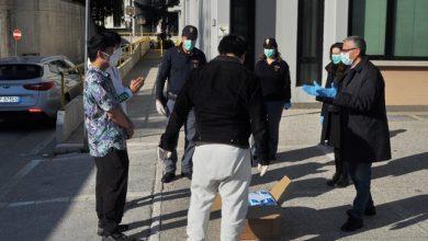 Photo of Salvette igienizzati in regalo a chi opera in prima linea per l'emergenza. La solidarietà di tre studenti cinesi agli agenti della Polizia di Campobasso