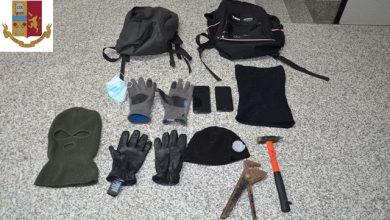 Photo of Tentato furto in un negozio del centro: arriva la Polizia ma i ladri si scagliano contro gli agenti. Due arresti e una denuncia