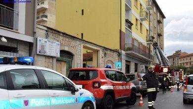 Photo of Via Herculanea, cadono calcinacci sulle auto in sosta. Vigili del Fuoco mettono in sicurezza la zona