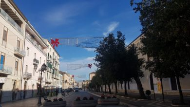 Photo of Palazzo San Giorgio, nuova amministrazione e vecchie usanze: anche nel Natale del Covid affidamento diretto per le luminarie. La Giunta pentastellata storna 62mila euro per addobbare la città