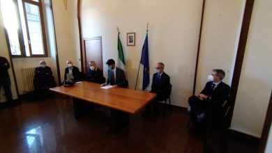 Photo of Palazzo San Giorgio, il sindaco Gravina presenta il nuovo comandante della Polizia Municipale e la riorganizzazione della macrostruttura del Comune